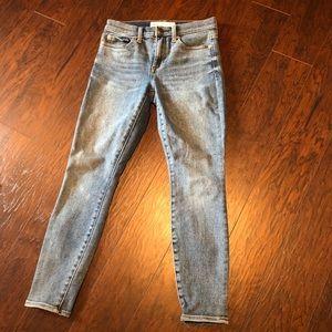 GAP 27 ankle skinny jeans